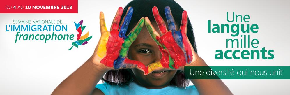 Image : Fillette avec mains pleine de peinture devant son visage, paumes vers l'extérieur Texte : Du 4 au 10 novembre 2018 Semaine nationale de l'immigration francophone Une langue mille accents une diversité qui nous unit