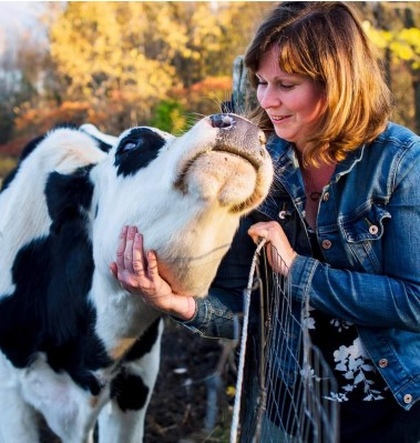 Photo of Karyn with a happy cow
