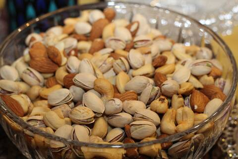 Photo of a bowl of mixed nuts